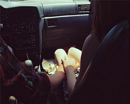 Пара в машине фото на аву