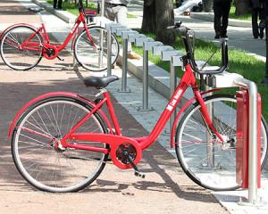 На Бульварном кольце в пилотном режиме заработает первая велодорожка