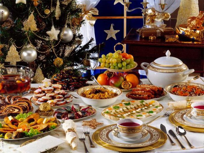 Новогодний стол будет стоить москвичам 4 тыс. рублей