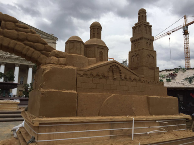 Для фестиваля «Московская весна» на Театральной площади создают копию древнего города