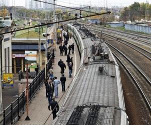 Подросток из Подольска, получив удар током, упал с крыши электропоезда