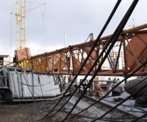 При обрушении строительного крана в Москве погиб рабочий