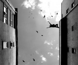На востоке столицы мужчина выбросился из окна 9-го этажа