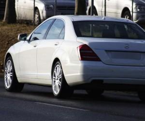 В Москве, две девушки выбросили из машины труп на полном ходу