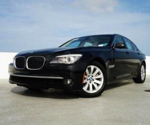 В Москве неизвестный угнал BMW, стоимостью 5 млн рублей, прямо из автосалона