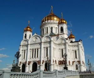 Территорию храма Христа Спасителя закидали «левыми» листовками