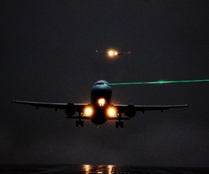 «Лазерные хулиганы» опять ослепили экипаж самолёта во Внуково