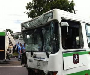 2 автобуса и 4 автомобиля столкнулись на юге Москвы, пострадали 12 человек