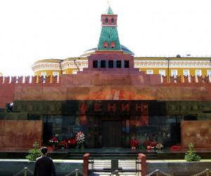 У Мавзолея Ленина шаманила женщина из Чувашии, пытаясь спасти Россию