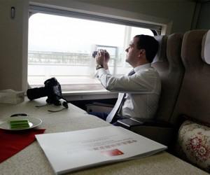 Медведев открыл в Москве фотовыставку о периоде своего президентства