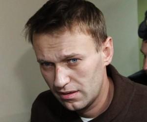 Навальный ответил за «жуликов» и «воров»