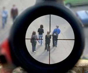 В Москве СОБР задержал мужчину, стрелявшего по прохожим с балкона