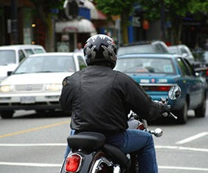 Воры на мотоцикле сумели украсть гнавшийся за ними автомобиль