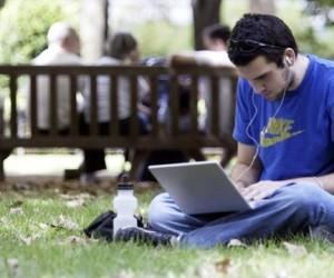 В 14-и столичных парках появился бесплатный WiFi