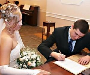 В День города в столице поженятся более тысячи пар