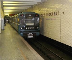 За двое суток трое человек упали на рельсы в метро, двое погибли
