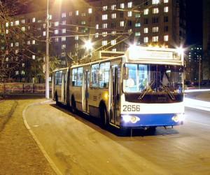 Ночью в центре столицы снова был обстрелян троллейбус