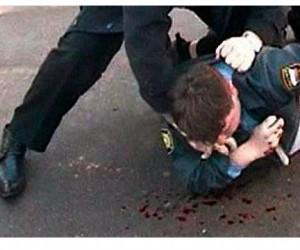 В Подмосковье избили полицейских, сбивших женщину на служебном автомобиле