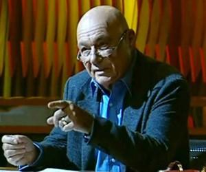 Депутат-единорос требует уволить Владимира Познера с телевидения