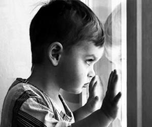 Спасаясь от матери, 4-летний мальчик выпрыгнул из окна 4-го этажа