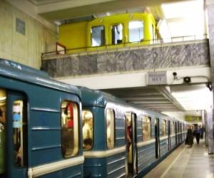 В московском метро на рельсы снова упал человек