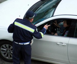 Женщина-водитель избила столичных полицейских