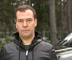 По мнению Медведева, штрафы за опасные нарушения ПДД в Москве и Петербурге должны доходить до 500 тыс. руб
