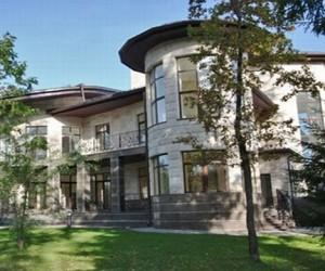 Владельцы недвижимости на Рублевке массово продают свои дома