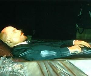 Тело Ленина собираются вынести из Мавзолея, в связи с капремонтом