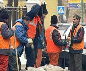 В Москве дворники-гастарбайтеры устроили в снегопад забастовку