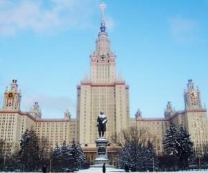 МГУ им. Ломоносова проводит сегодня день открытых дверей