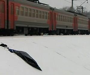 Два молодых человека попали под поезд в Сколково