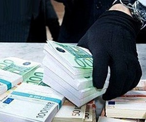 Бандиты в масках похитили из отделения столичного банка 14,5 млн рублей