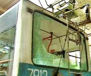 На северо-западе столицы школьники обстреляли троллейбус и автобус