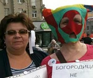 Две женщины пытались отметить в храме Христа Спасителя годовщину «панк-молебна»