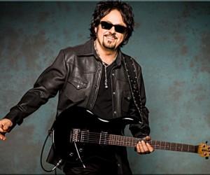 В рамках мирового турне в Москве выступит знаменитый гитарист Стив Лукатер