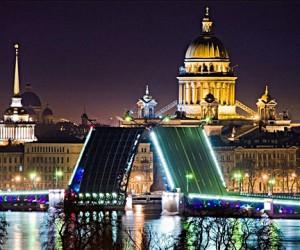 Москвичи массово бегут в Петербург от пробок, стрессов и гастарбайтеров
