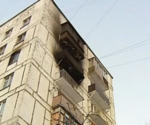 Спасаясь от пожара, двое маленьких москвичей выпрыгнули из окна квартиры 7 этажа