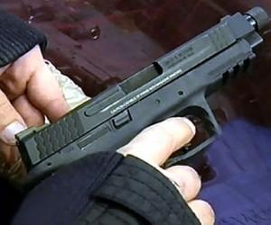 На юго-западе Москвы в «Мерседесе» застрелился мужчина