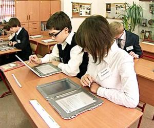 60 московских школ перевели на электронные учебники
