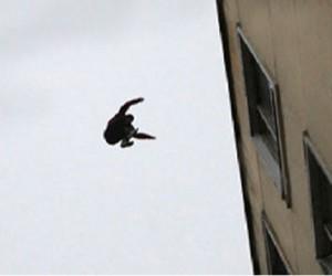 Пациент столичной клиники выпрыгнул из окна после приёма психиатра и погиб