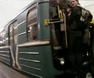 На станции метро «Киевская — Кольцевая», на крыше поезда обнаружено тело зацепера