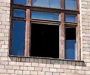 В Подмосковье мужчина умер, выпав из окна полицейского управления