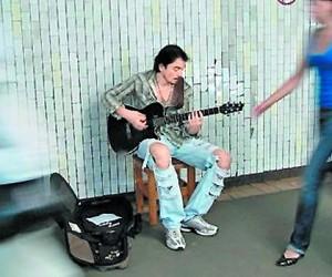 Столичные власти решили избавиться от уличных музыкантов