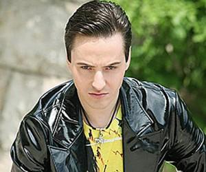 Поп-певец Витас сбил женщину на велосипеде и угрожал ей пистолетом