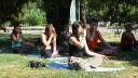 В 12-и городских парках столицы начинаются бесплатные занятия йогой