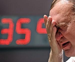 На Москву обрушилась аномальная жара. Онищенко советует приезжать на работу к 7.00