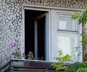 Мать с дочерью выбросились из окна на северо-западе столицы