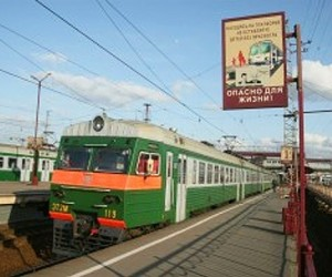 В Подмосковье рабочие МЖД попали под поезд