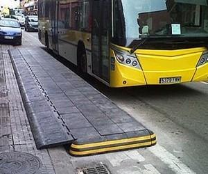 На остановках общественного транспорта оборудуют «антикарманы» против парковки